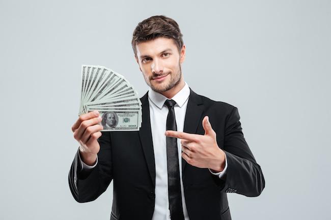 不動産投資で儲けている男性