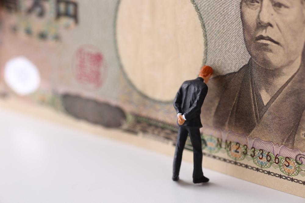 金銭トラブルに直面したビジネスマン